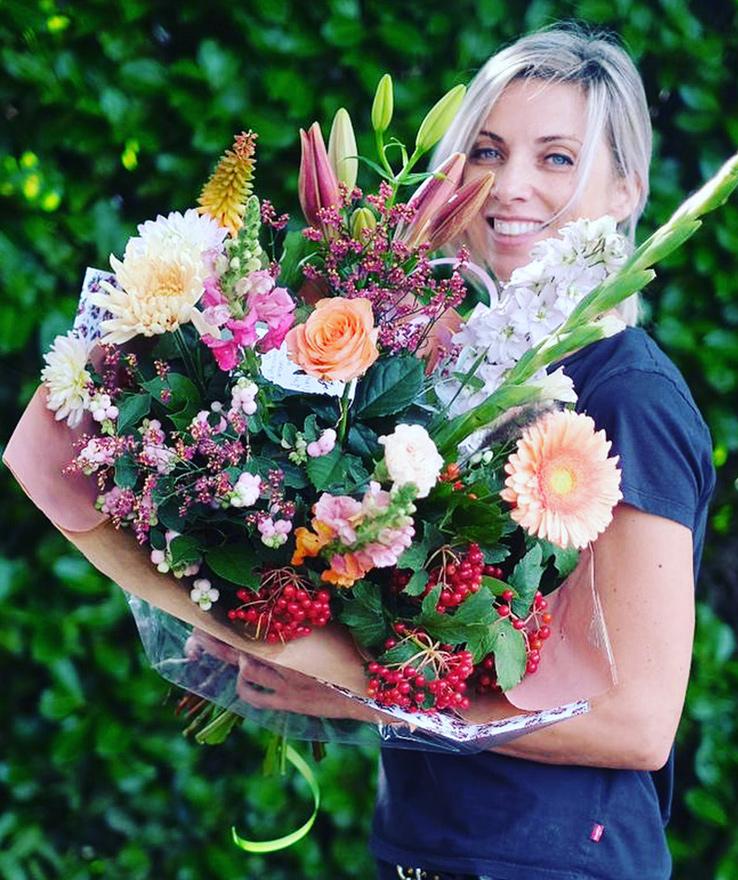 Fleurtjedag bloemiste Marloes geeft 6 eenvoudige tips om je bloemen te verzorgen.