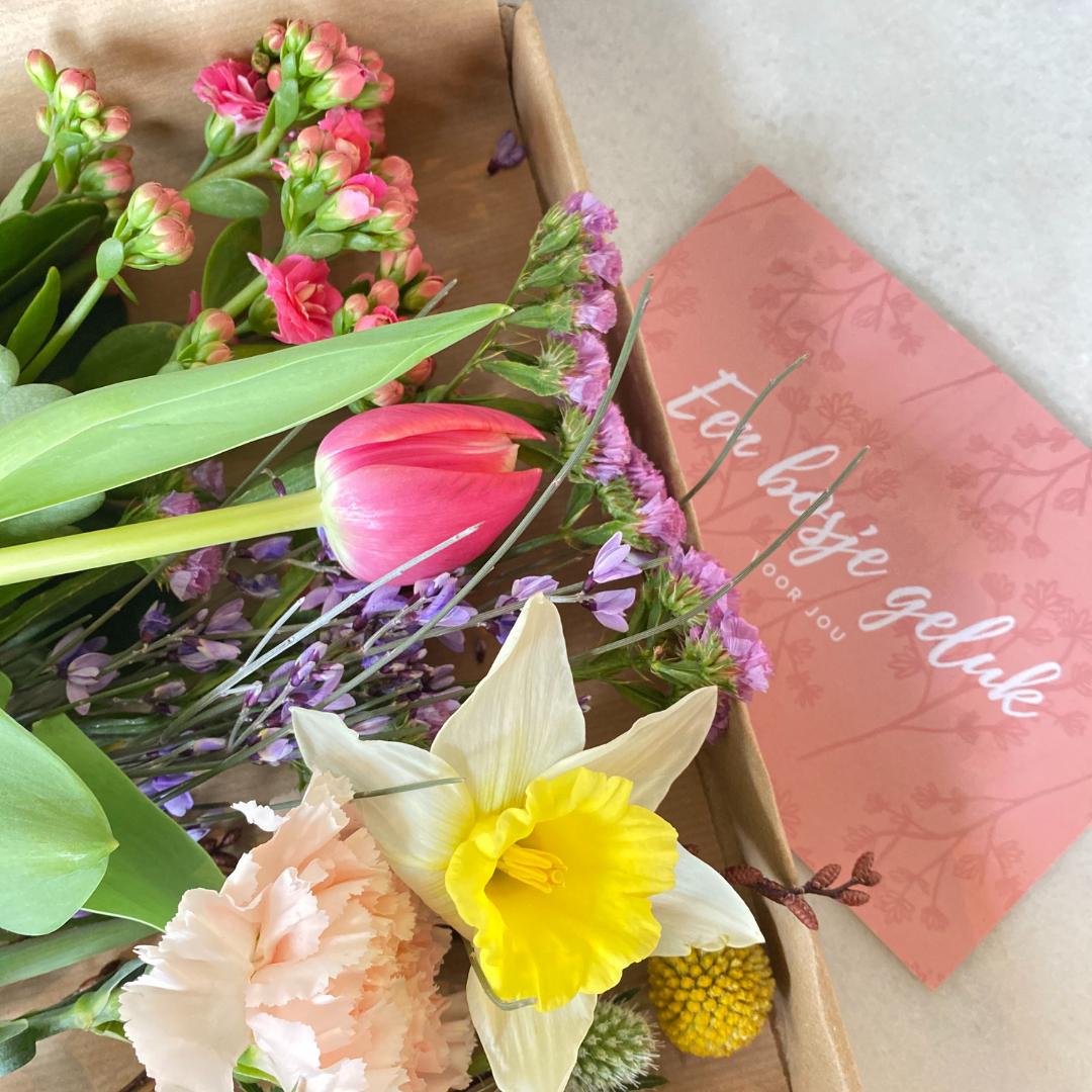 Brievenbusbloemen fleurtjedag cadeau colllega relatiegschenk waarderingspakket