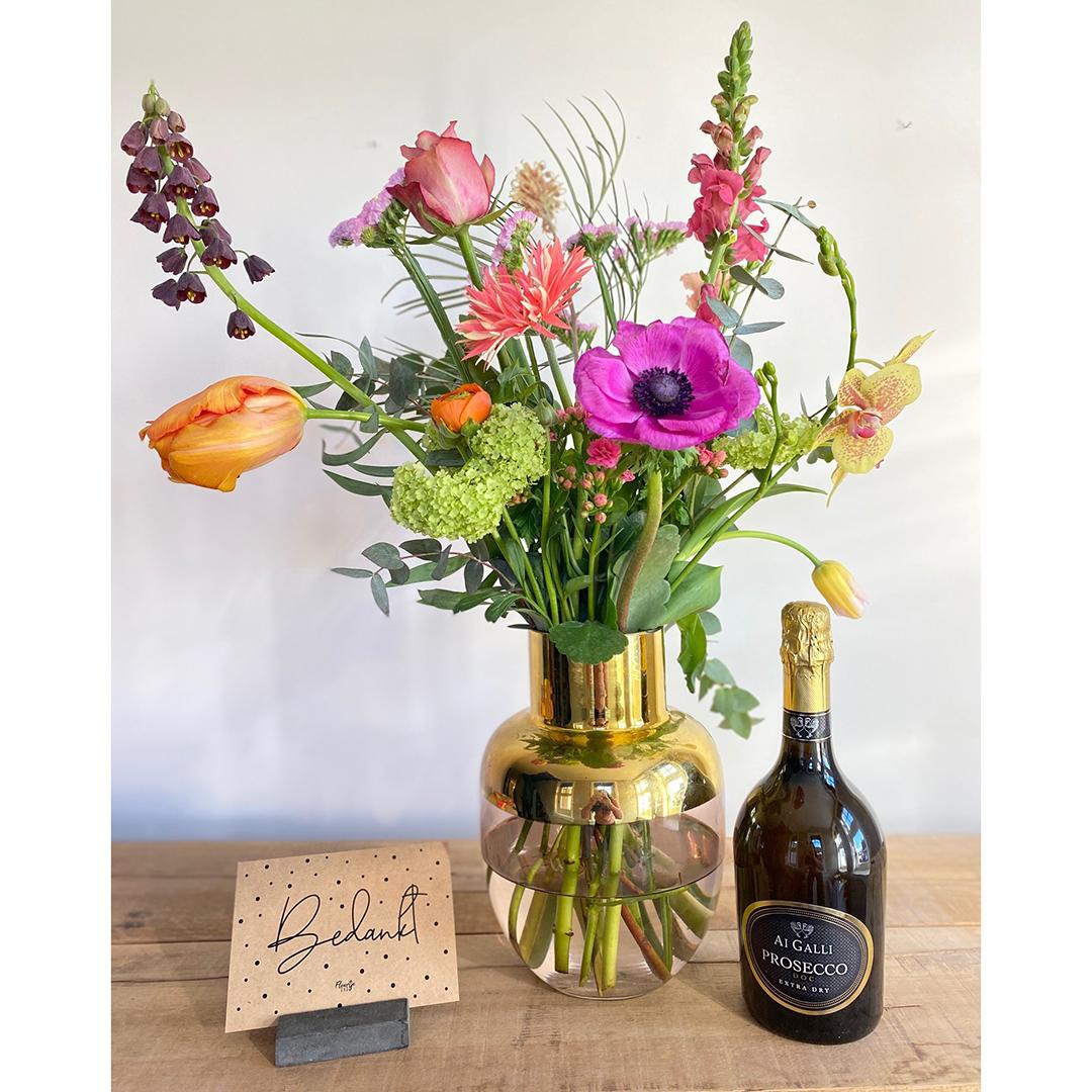 Boeket XXL cadeau collega bedankt secretaressedag met wijn