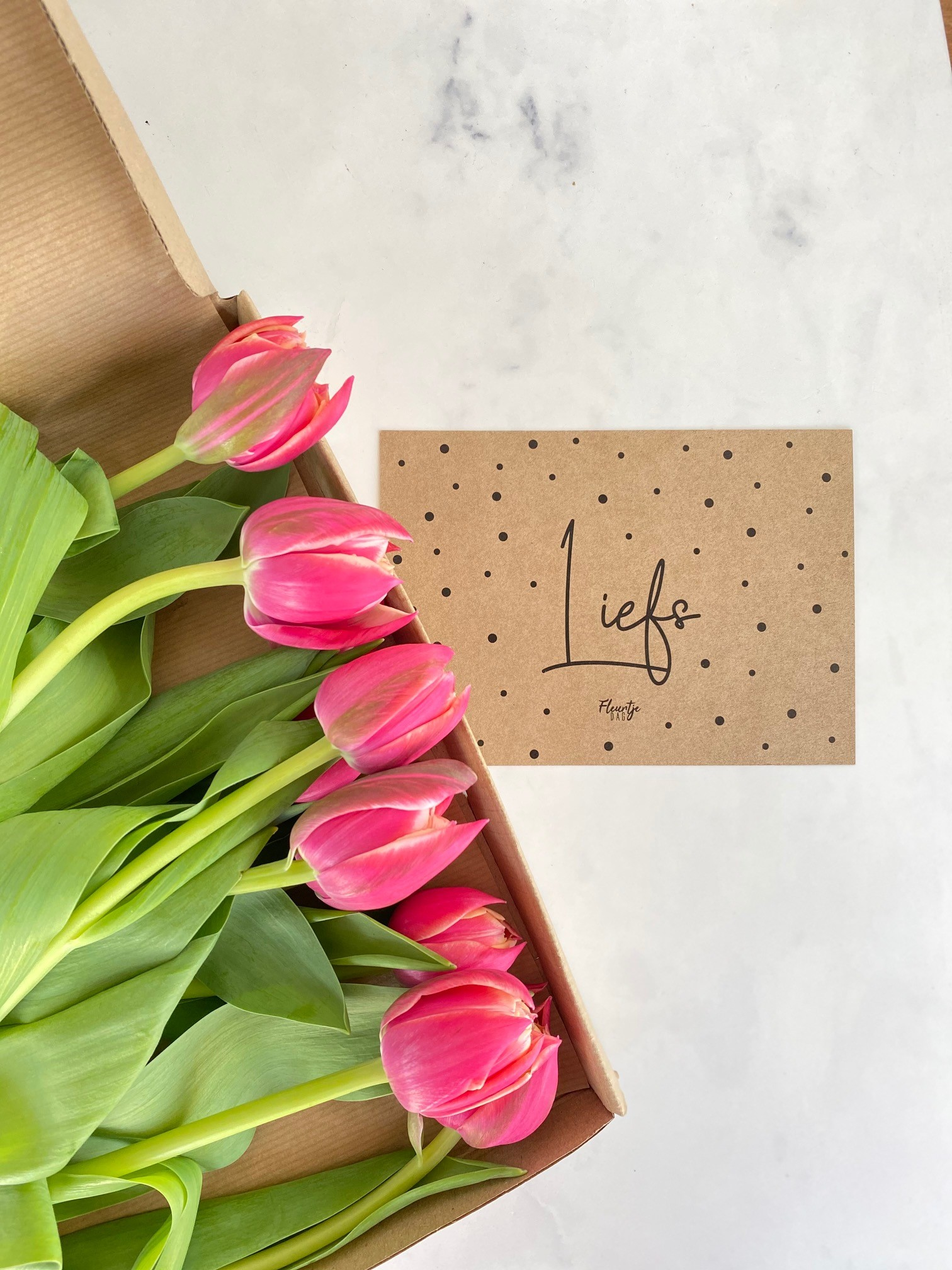 bloemen chocola tony cadeau collega secretaressedag fleurtjedag