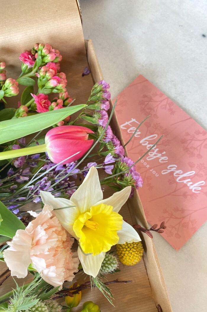 fleurtjedag brievenbusbloemen voorjaarsboeket